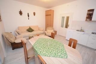 Jednoiposobni apartman, Beograd, Knicaninova