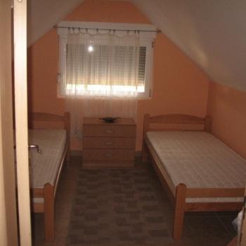 Trosobni apartman, Novi Sad, KAMENJAR1/95